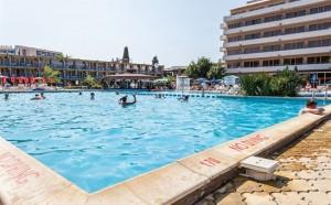 zwembad van het park hotel continental