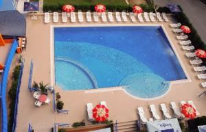 zwembad van het aparthotel