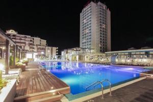 zwembad 's nachts