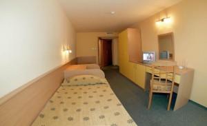 slaapkamer en woonkamer
