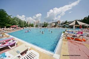 zwembad van hotel Pliska
